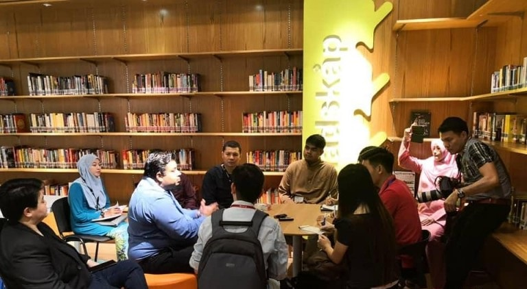 Malaysia's First Free Public Library Opens its Doors in a Mall!