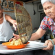 Now Everyone Can Enjoy This Elderly Couple's Love For Wonton At Only 10 Cents!