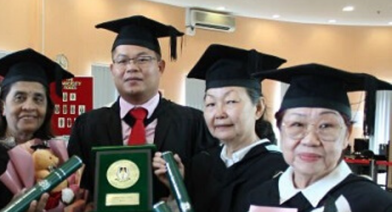 Meet These Lifelong Learners Who Graduated With A University Qualification!