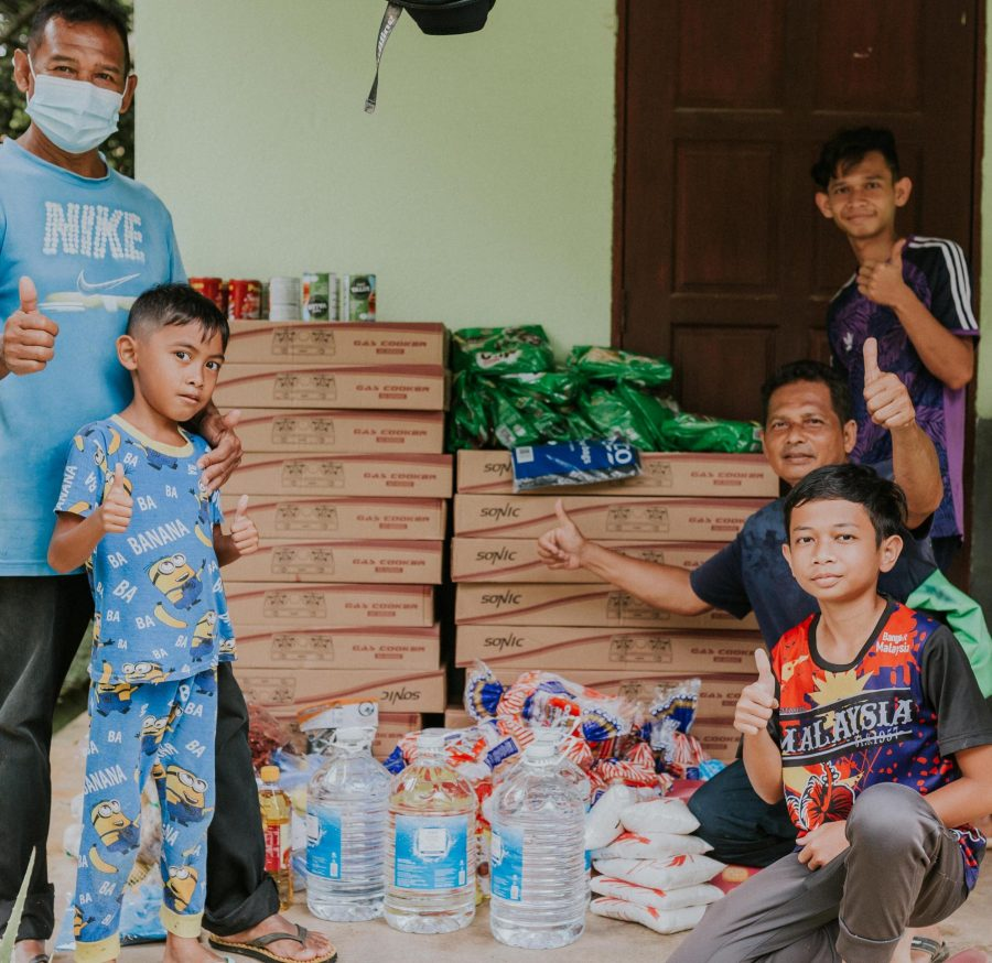 Race Against Time And Flood Waters To Relieve Raub's Most Affected