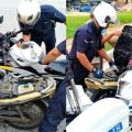 All Praise for Cops Who Stopped to Help Senior Citizen Fill up Petrol