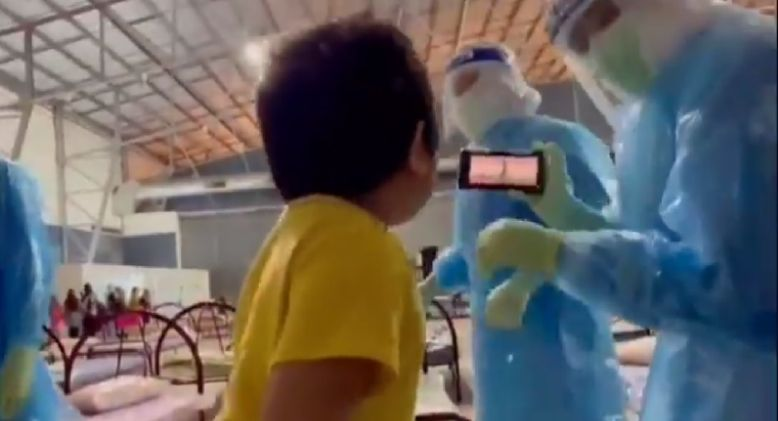 """Malacca PPV Frontliners Bring Cheer to Little Boy by Doing """"Alien Dance"""""""