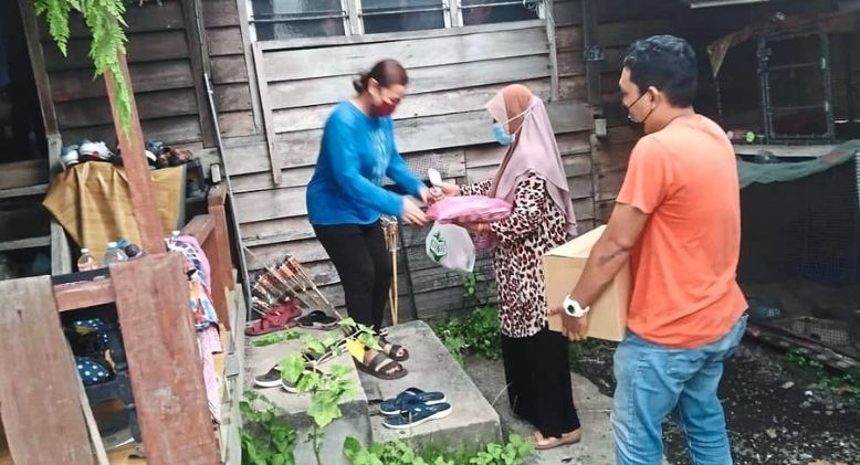 Single Mother Chips in to do Her Part to Help Villagers in Need