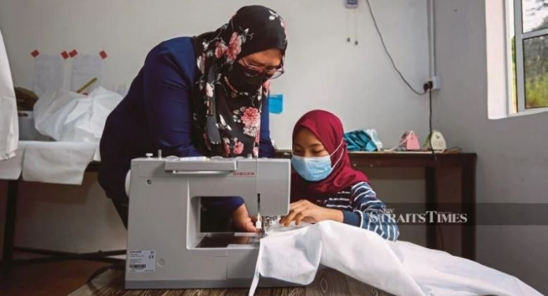She is Only 10, but Already a Skillful Seamstress