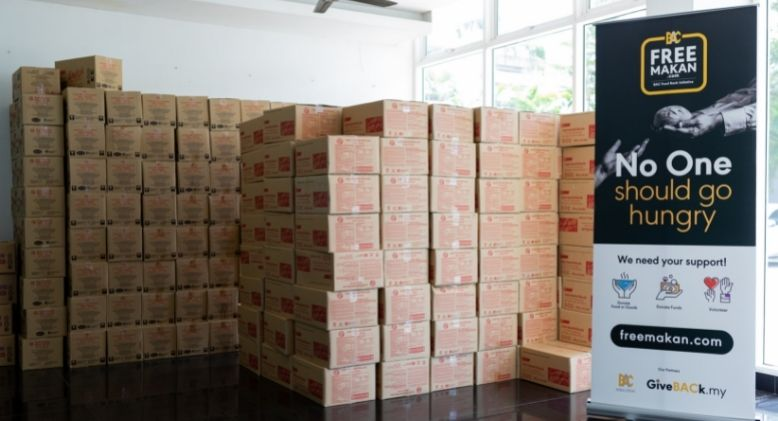Shoon Fatt Biscuits Donate 3,184 Packets of its Famous Cheese Crackers to FreeMakan